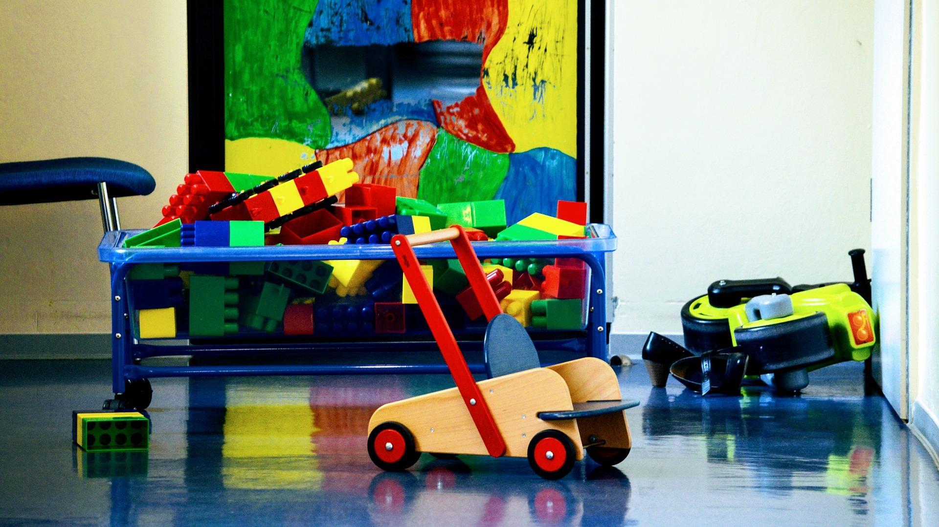 Zimmer mit Spielzeug von Kindern